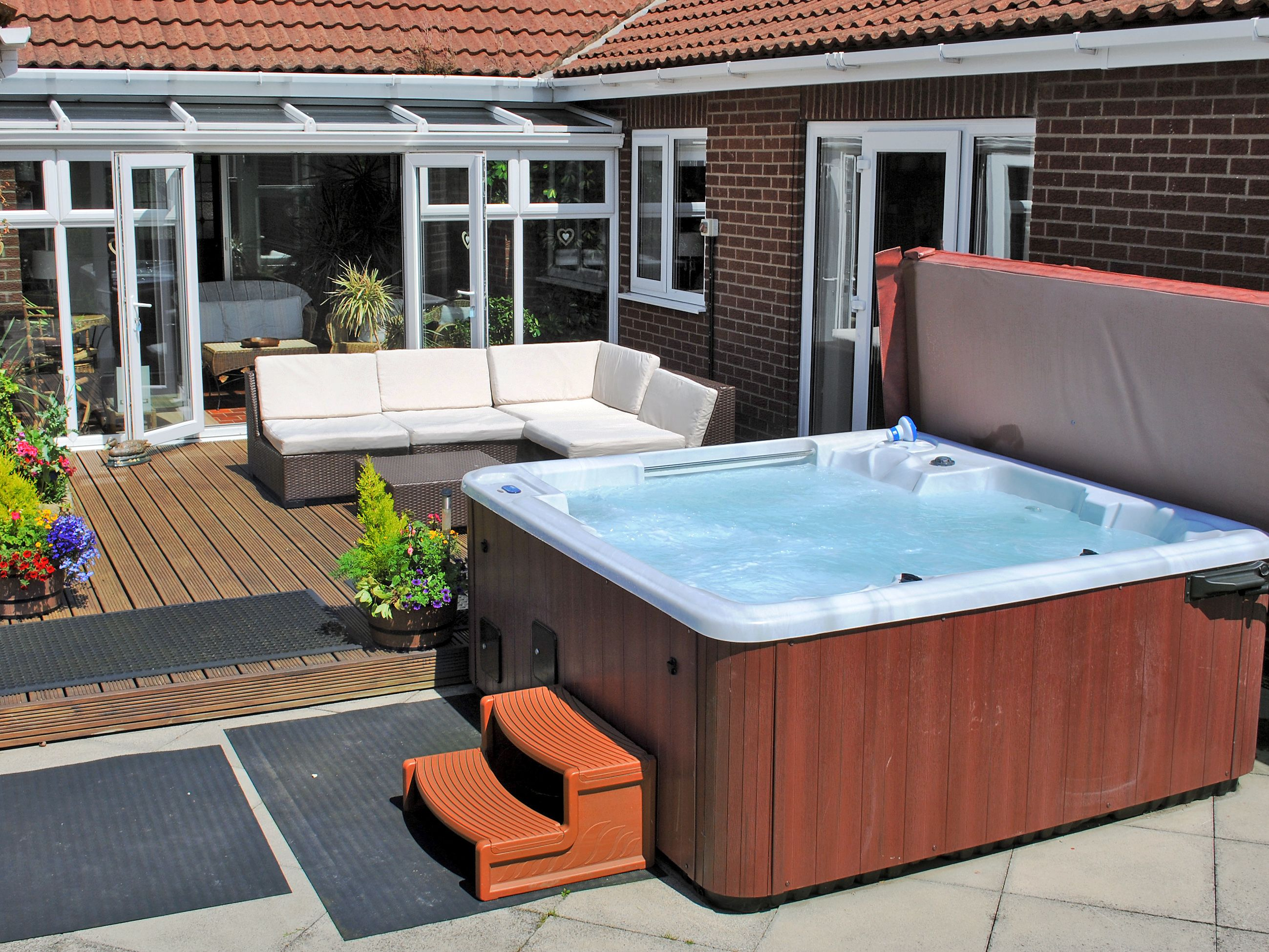 Carr House Ref Ijz In Cayton Scarborough Yorkshire Cottages Com Hot Tub Holidays Spa Hot Tubs Hot Tub