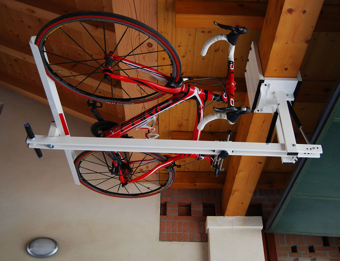 ceiling overhead bike rack for mountain bike trekking bike touring bike rangement v los. Black Bedroom Furniture Sets. Home Design Ideas