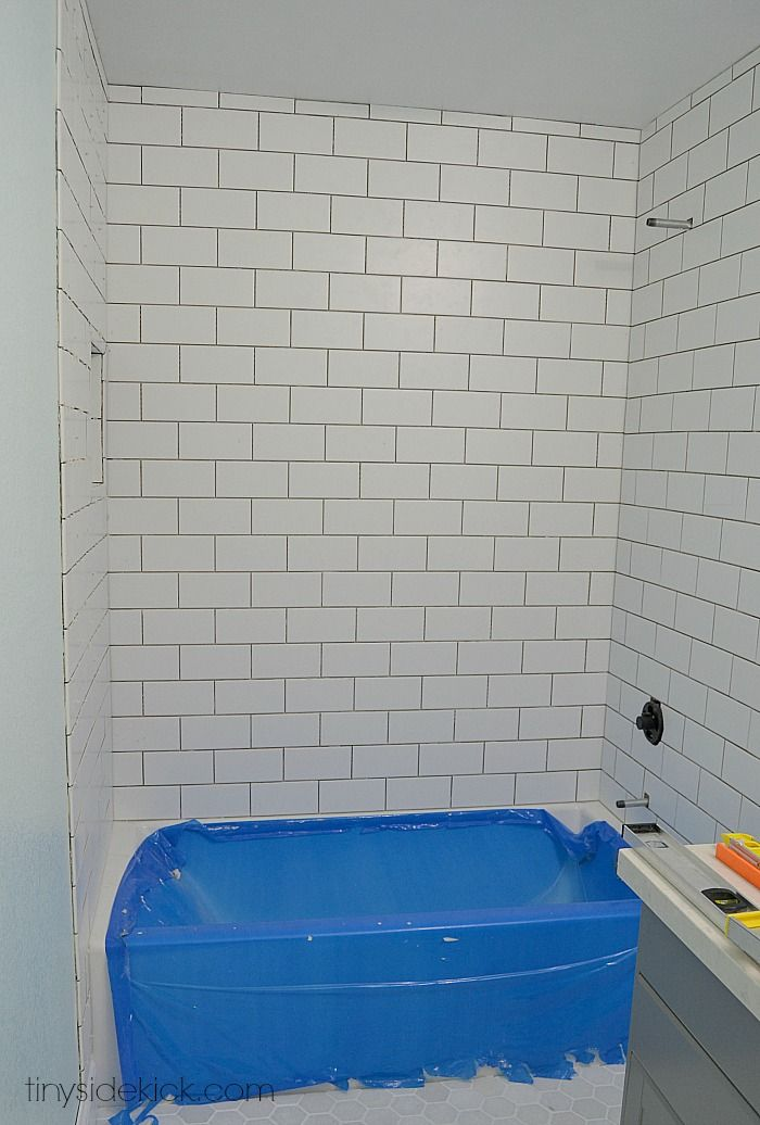 Merveilleux How To Tile A Tub Surround | Pinterest | Bathtub Walls, Bathtubs And Walls