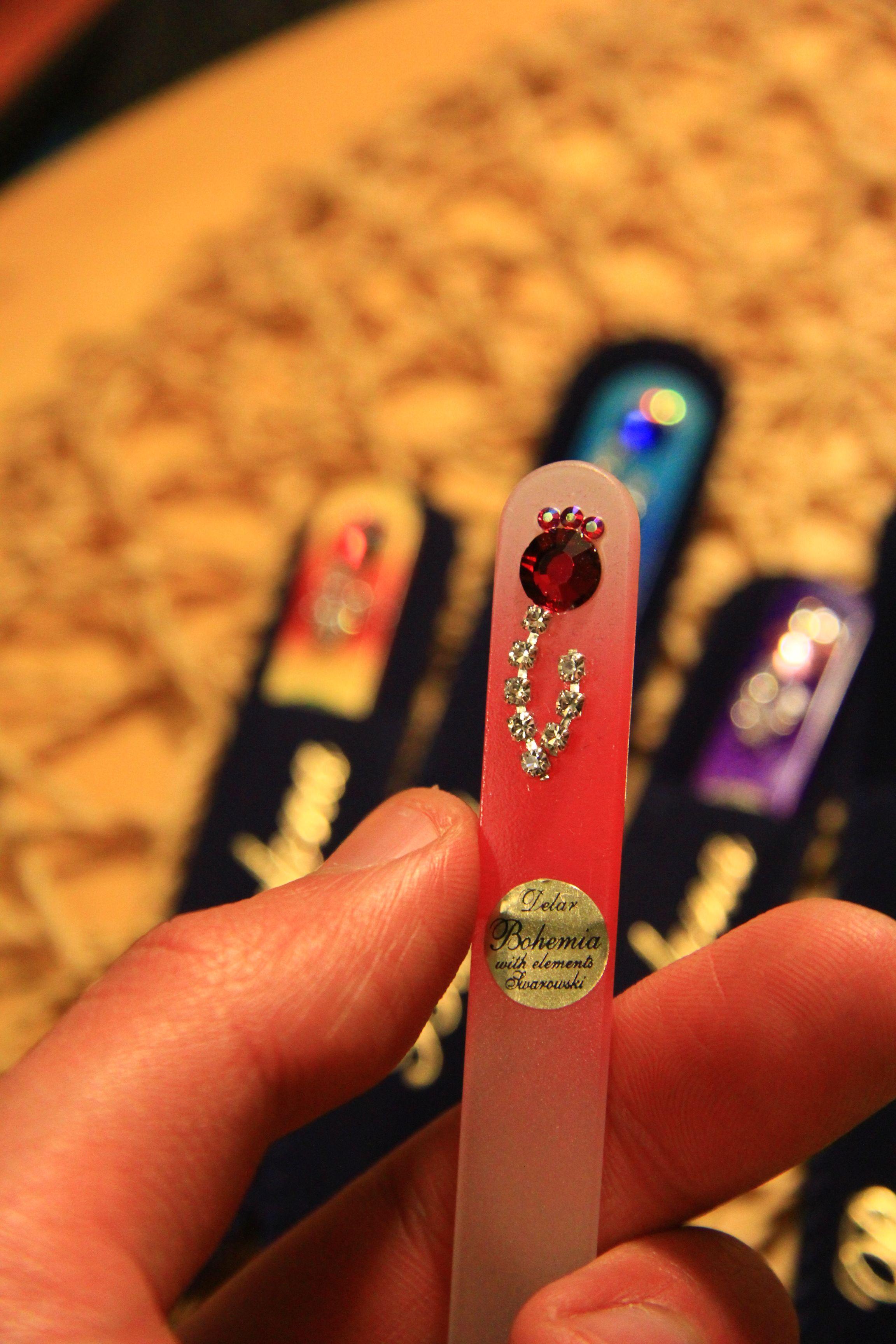 Todas nuestras limas est n pintadas a mano y decoradas con for Piedras swarovski para unas