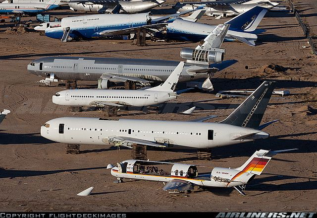 Majave, 2015 - Aero California's gutted XA-SWH leads this sad line up at Mojave. Behind in pitiful condition rests Air Canada's C-GAUU, VT-SIV from JetLite, one of American Airlines's old DC-10s N152AA and in the rear, lying in two pieces, United's N198UA.