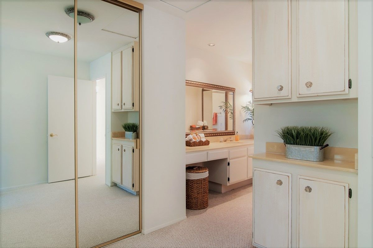 Pin By Connie Cannon San Diego Realto On 4633 Via Realzar San Diego Ca 92122 Utility Rooms Home Appliances Versatile Kitchen
