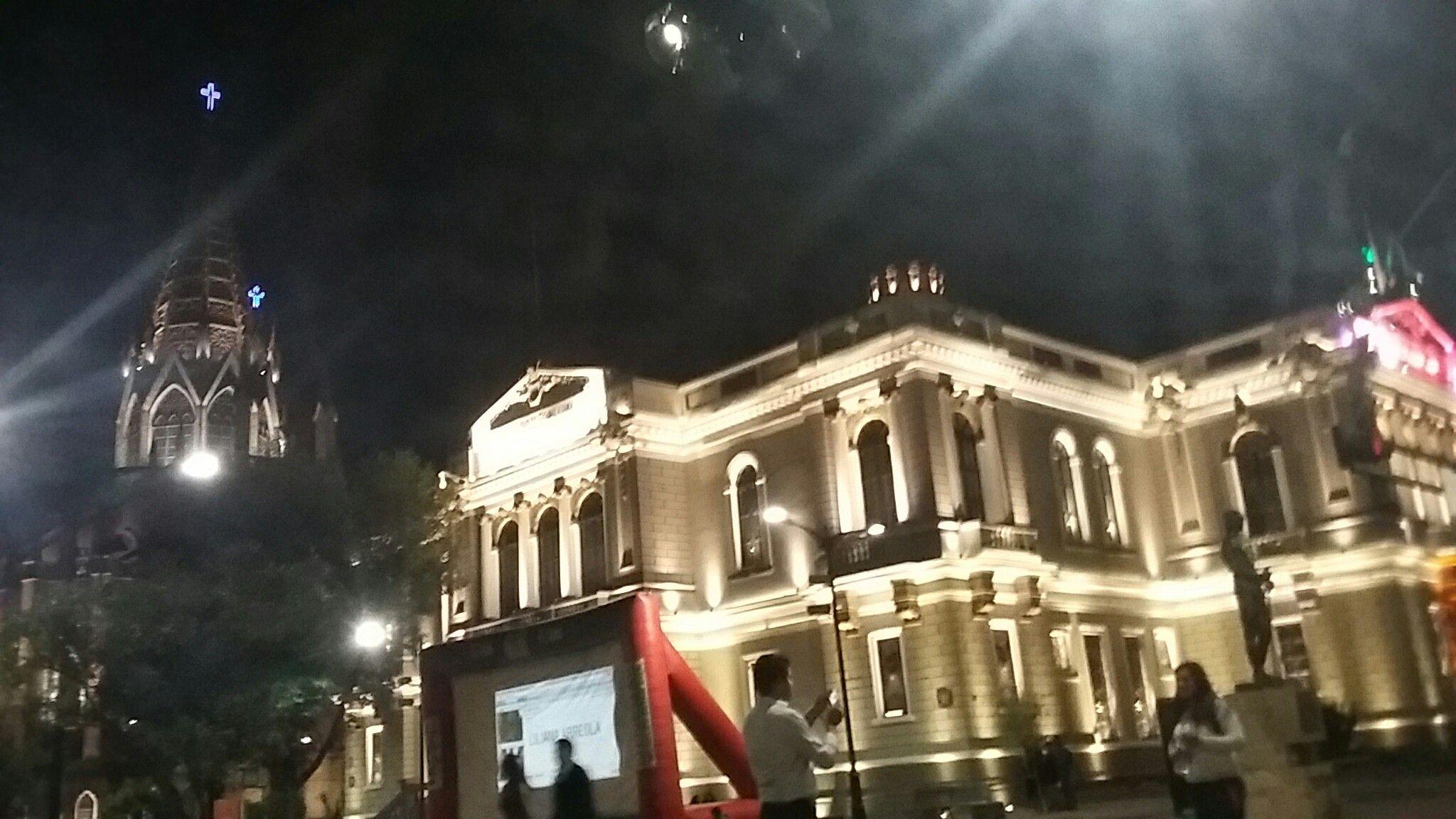 Paraninfo de la Universidad e Iglesia del Expiatorio.
