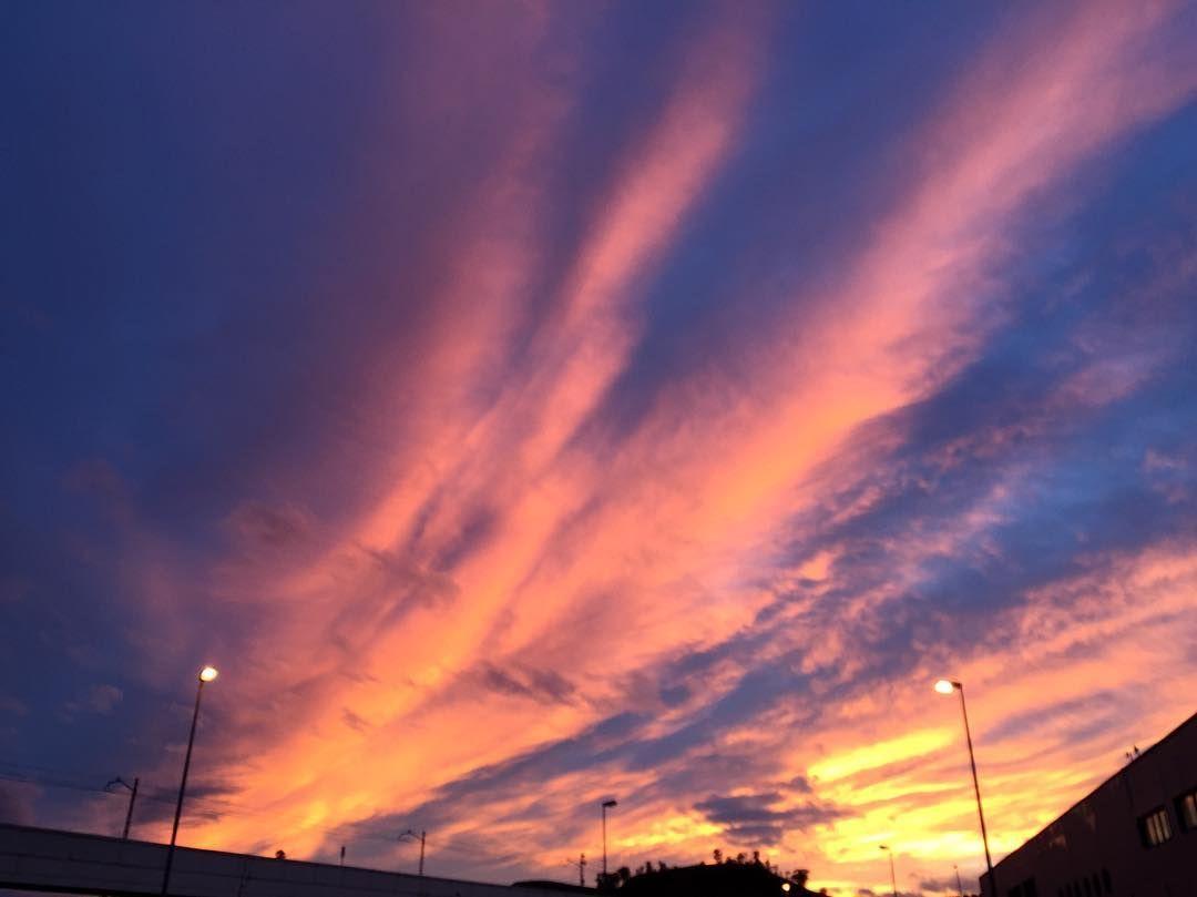 Shared by nandochavalin #landscape #contratahotel (o) http://ift.tt/1KW96bX azul de la mañana te dirá lo oscura que fue la noche.  #Awakening #Sunrise #Saturday #Weekend #Paisajes #SinFiltros #BuenoSDias #Clouds