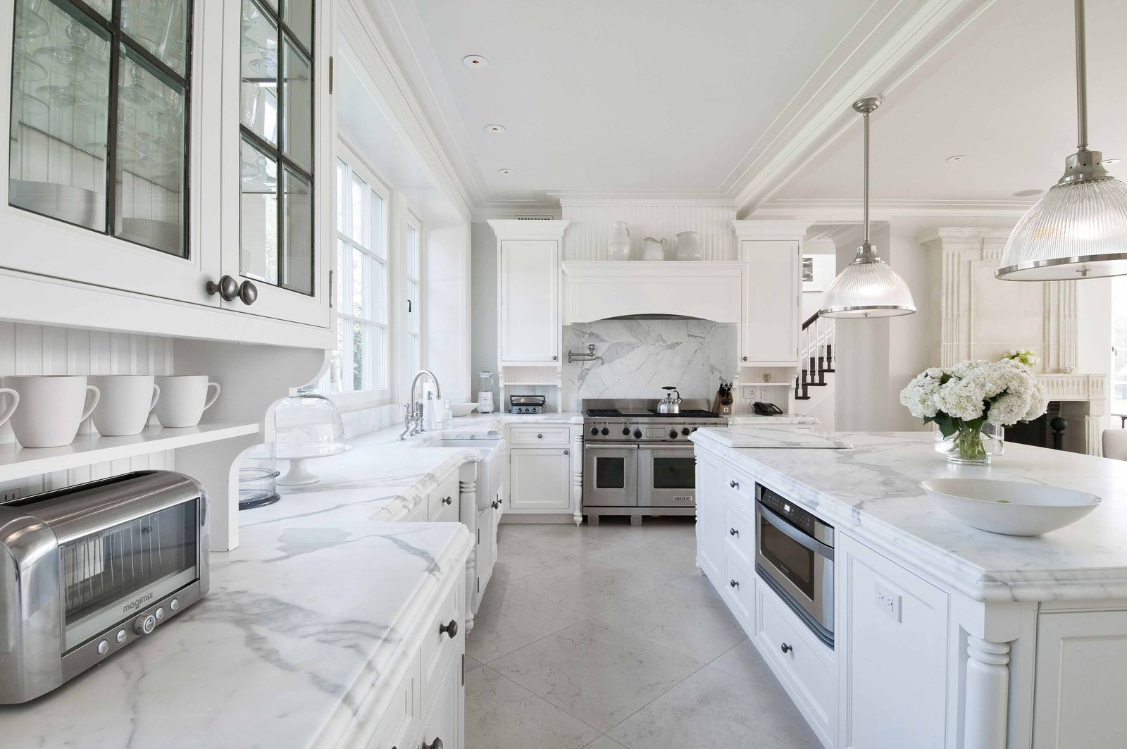 See Inside Vince Camuto S 72 Million Hamptons Mansion In 2020 Luxury Kitchens Mansions White Marble Kitchen Luxury Kitchen Modern