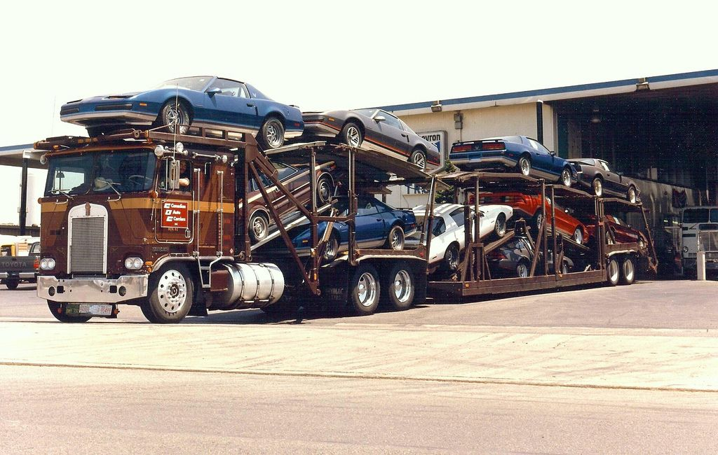 KW, Canadian Auto Carriers Kenworth trucks, Chevy muscle