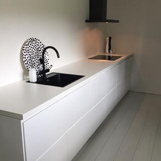 Strakke ikea voxtorp keuken zwarte gootsteen keuken pinterest ikea keuken en keukens for Deco moderne keuken