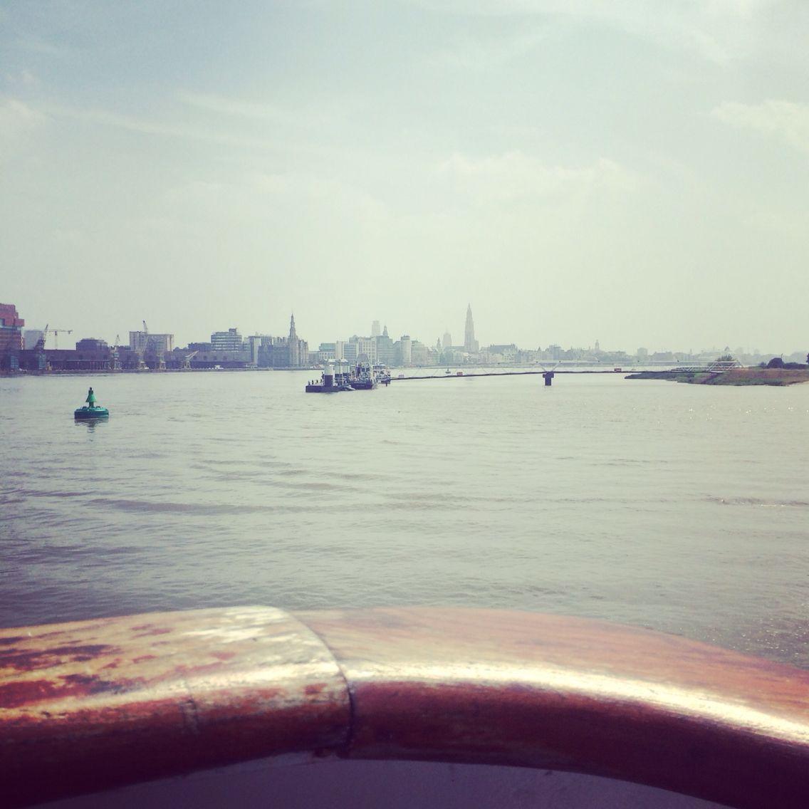 Scheldefahrt an einem Sonntag, bei Sonnenschein. Entspannen und ganz viel sehen! #antwerpen