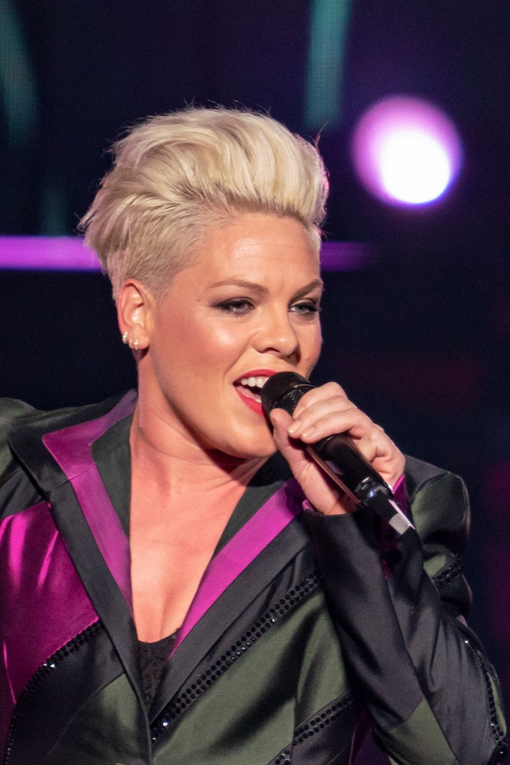 Are You A True P Nk Fan Pink Singer Hairstyles Pink Singer Pink Short Hair