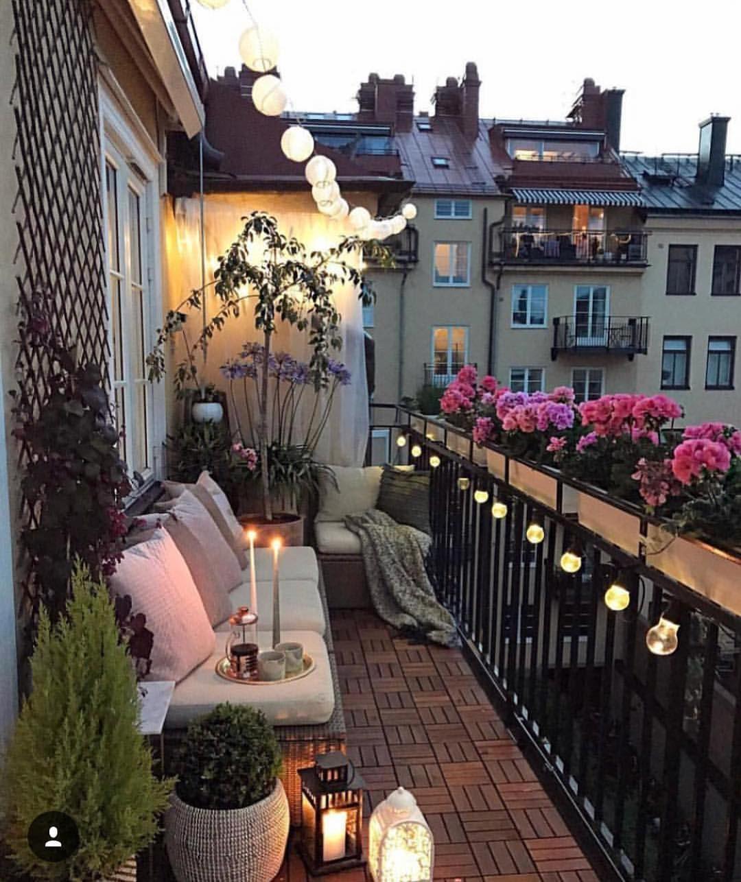 Cicekli Balkon Herkese Mutlu Gunler Birbirinden Guzel Dekorasyon