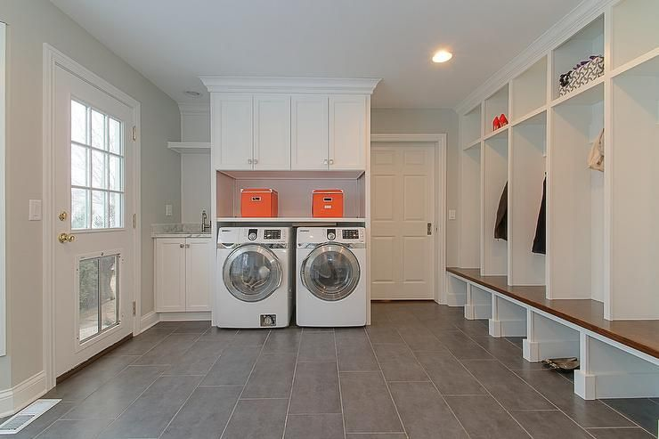 Lovely Laundry Room And Mudroom Combo Features An Enclosed Washer And Dryer Under Shelf And Closed With Images Laundry Room Layouts Mudroom Laundry Room Laundry Room Sink