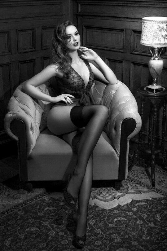femme en bas nylon voile