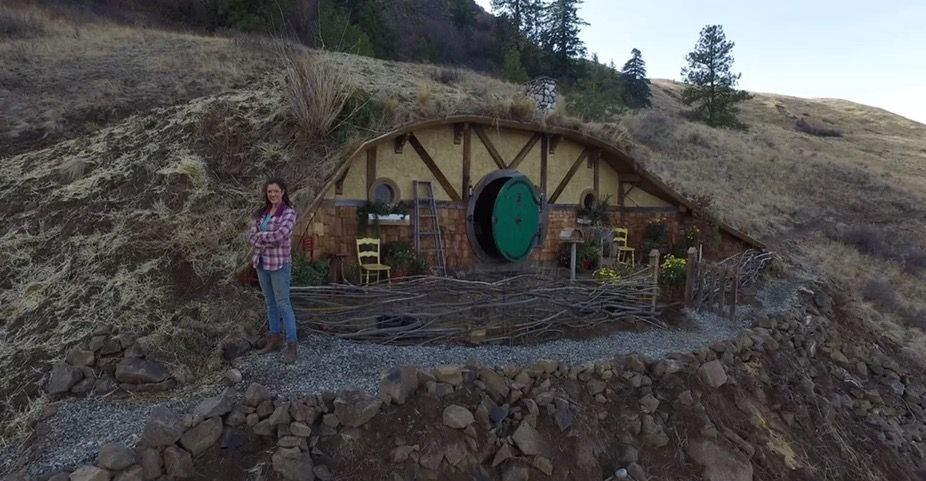 Hobbit Style Homes woman building tiny hobbit-style homes in chelan, wa from tiny