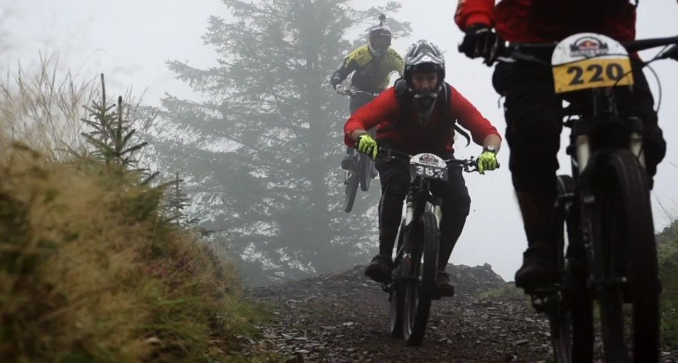 VIDEO Gee Atherton hunts down 400 mountain bikers