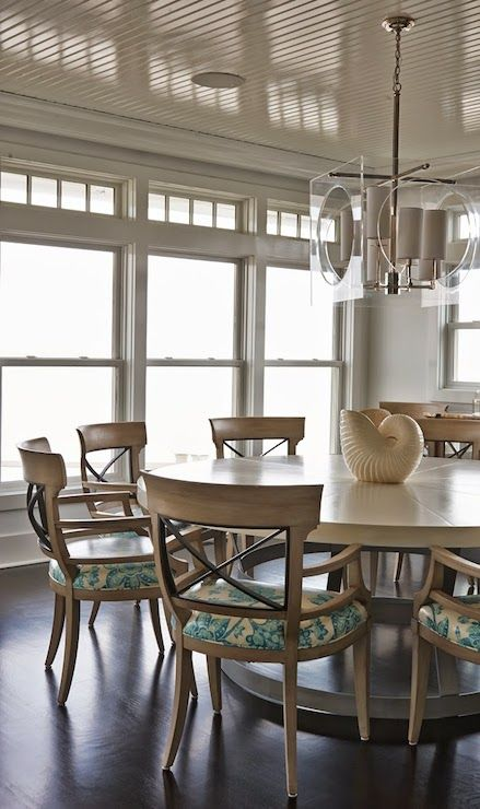 Modern Beach Dining By Lillian August Love The Acrylic Cube Light From Regina Andrew Chandelier Reginaandrew Candelabra Modernbeach