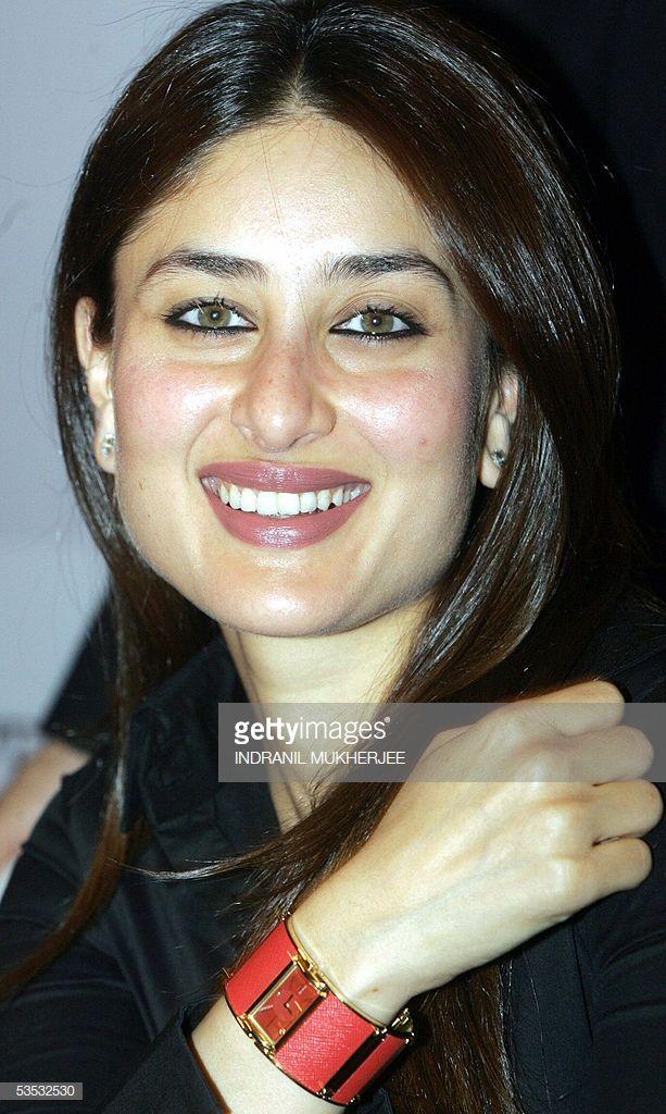 News Photo Indian Actress Kareena Kapoor Listens To A Kareena Kapoor Indian Bollywood Actress Beautiful Indian Actress