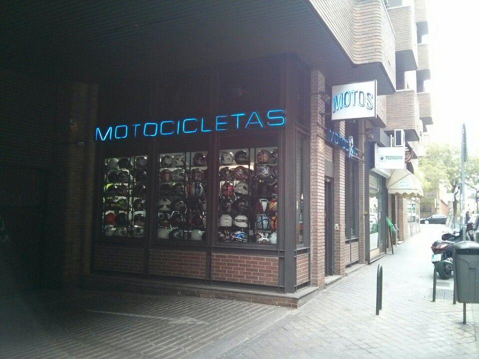 Motocan Cristóbal Bordiú, mucha más ropa para motoristas y accesorios para motocicletas Madrid.