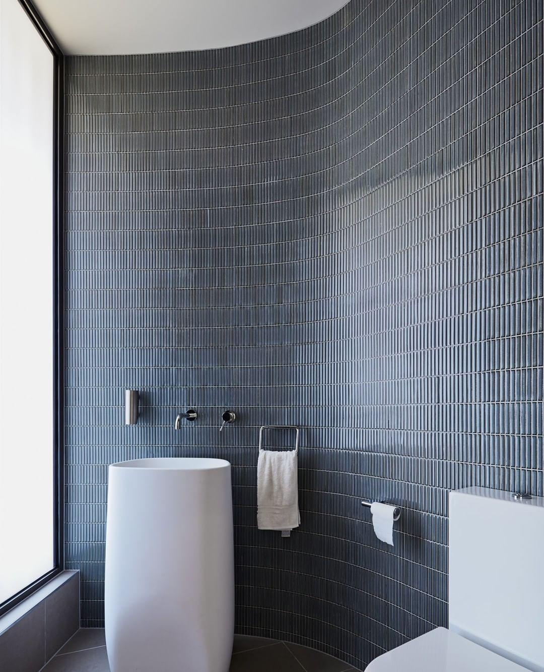 102 Likes 3 Comments Gardinerarchitects Gardinerarchitects On Instagram Undulating Walls And Cha House Bathroom Elegant Bathroom Master Bathroom Design