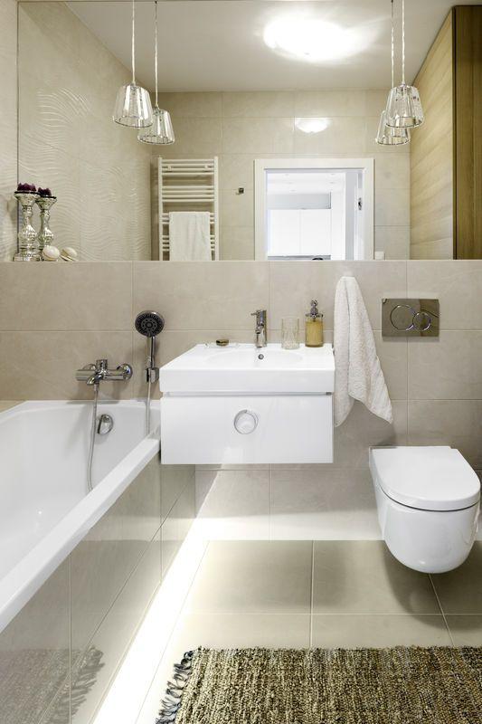 Dzięki Tafli Lustra Na Całą Szerokość ściany Ta łazienka