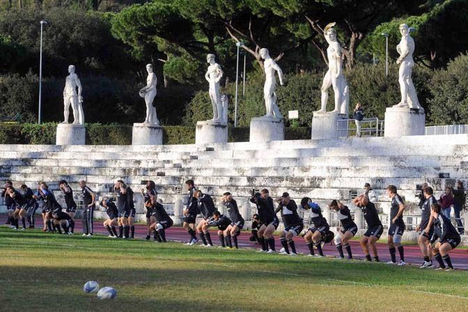 Allenamento speciale per gli azzurri dell'Italrugby in ritiro a Roma per la preparazione dei test-match di novembre. Teatro di mischie, placcaggi e mete è stato lo Stadio dei Marmi (Inside)
