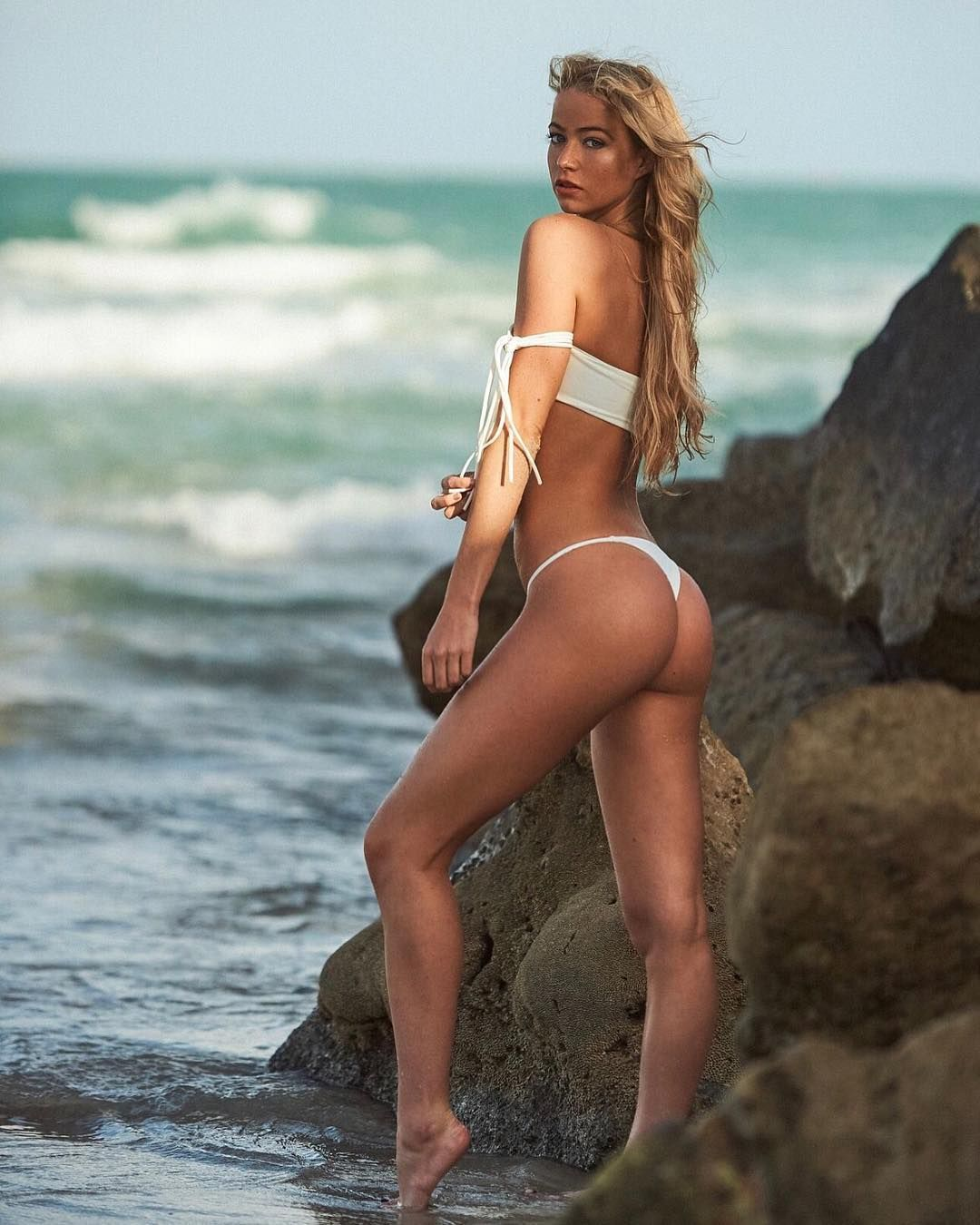 petite blonde model elizabeth weber - perfect ass in a sexy white