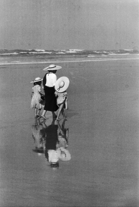 Memories of Mum or Nanna on the beach at Killcare, NSW, Australia, with my sister and I. Édouard Boubat http://firsttimeuser.tumblr.com/post/13877193108/edouard-boubat