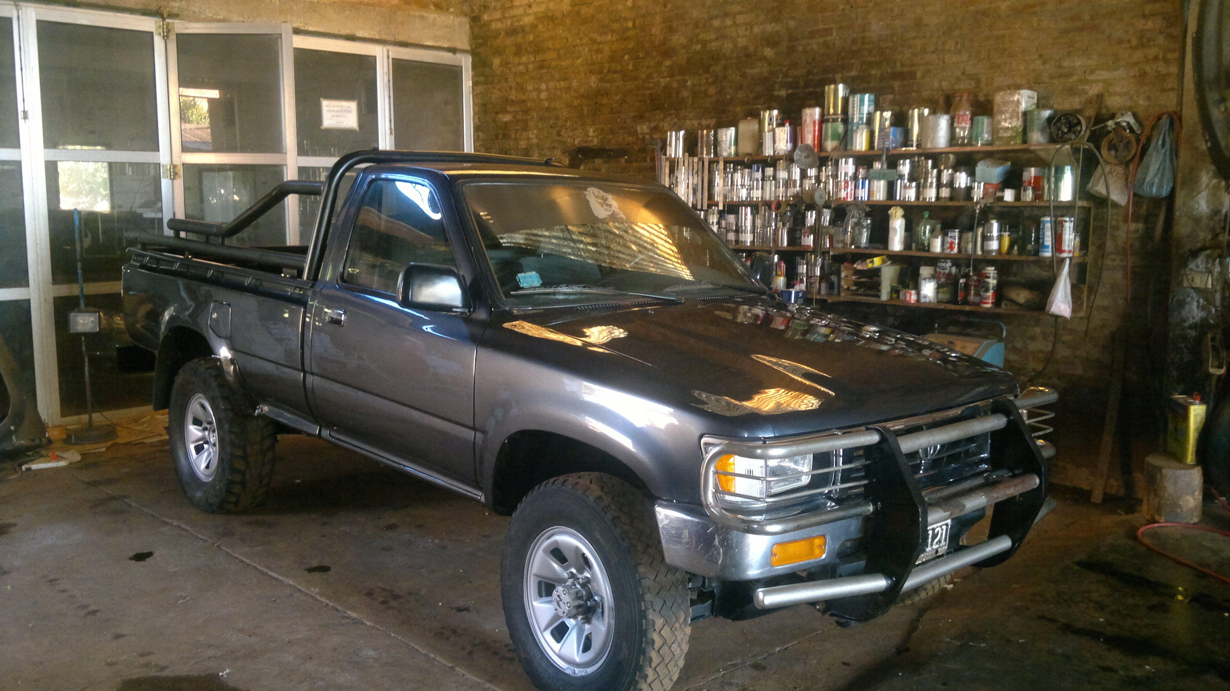 Toyota hilux reparacion chapa y pintura terminado