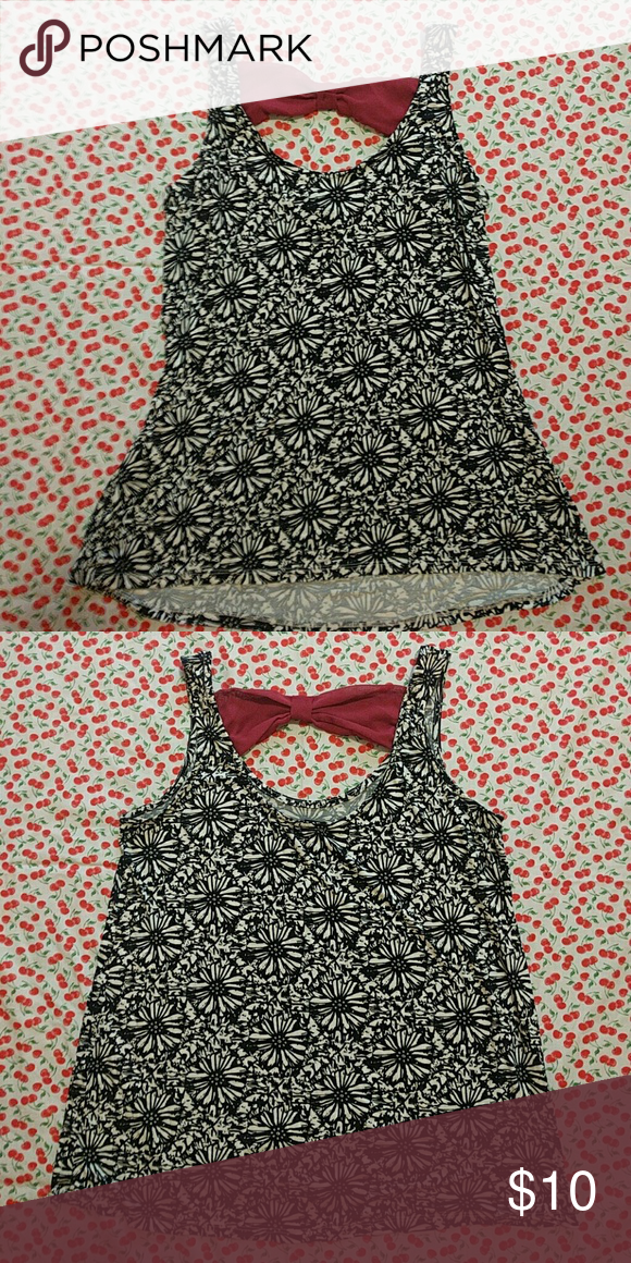 Bow Back Tank Adorable Daisy / sun flower print top Super soft and stretchy rayon Worn once Rue 21 Tops Tank Tops