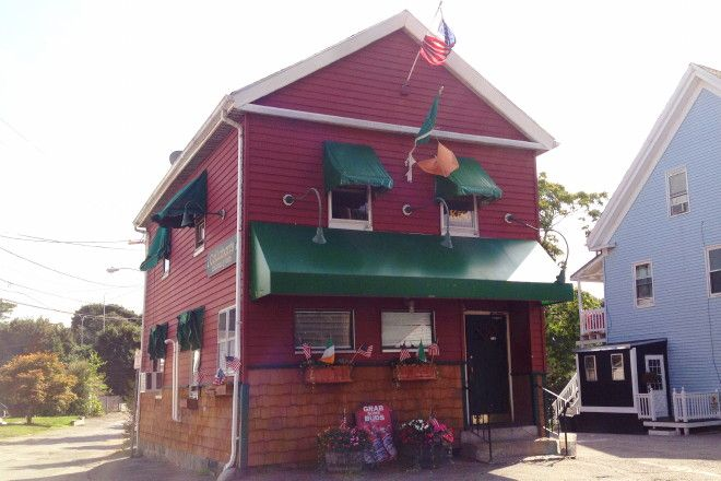 Yet another Boston-area dive bar: Callahan's in Quincy, MA (from hiddenboston.com)