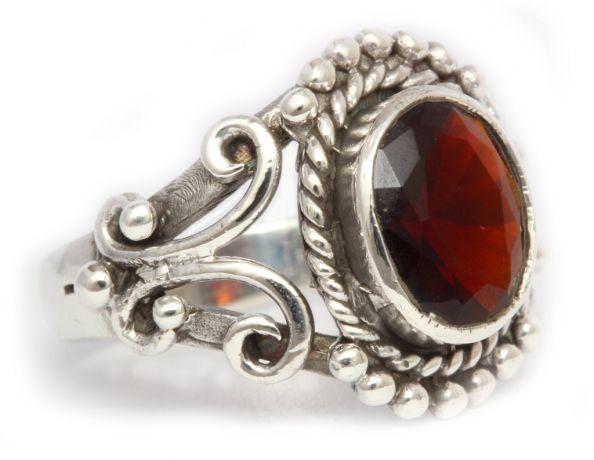 Silberringe mit rotem stein