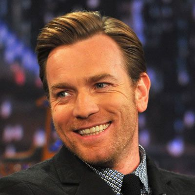 With a strong hold product thick hair like ewan mcgregor for Coupe cheveux mcgregor