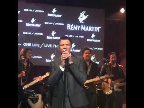 Jeremy Renner singing - YouTube