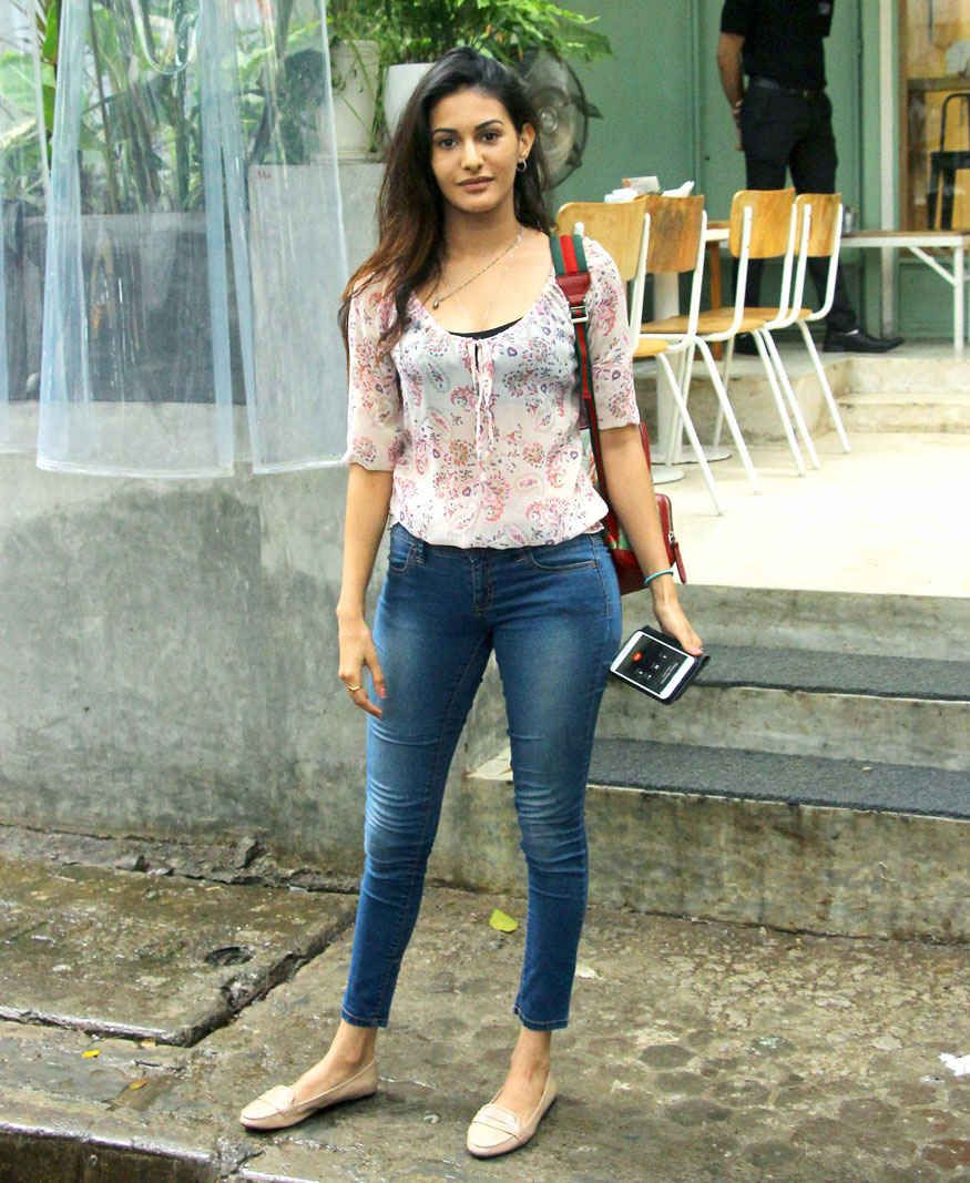 Bollywoodmirchitadka: Amyra Dastur At Kitchen Garden In