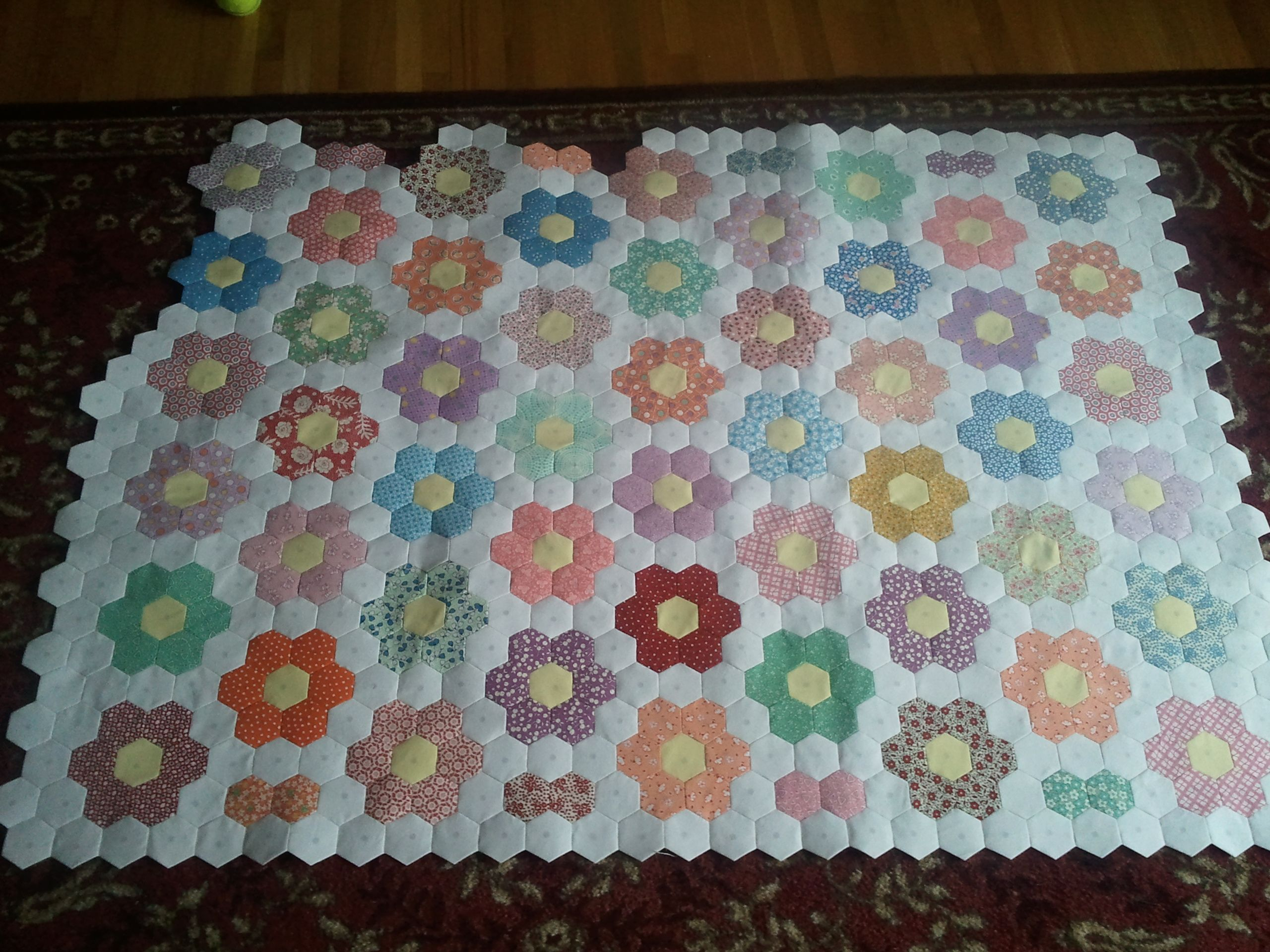 hexi quilt patterns | reply with quote | Hexi Quilt Ideas ... : flower garden quilts - Adamdwight.com