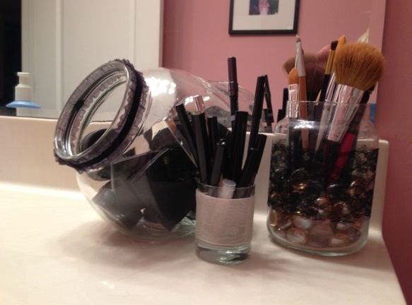 Simple DIY makeup storage idea. Because it looks nice and I do not … - http://embassy-toptrendspint.blackjumpsuitoutfit.tk images