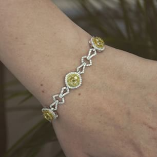 #MothersDay is just around the corner. How will Mom look in this gorgeous diamond bracelet? #diamondsdirect  #perfectgift #bracelet #POTD #fashion