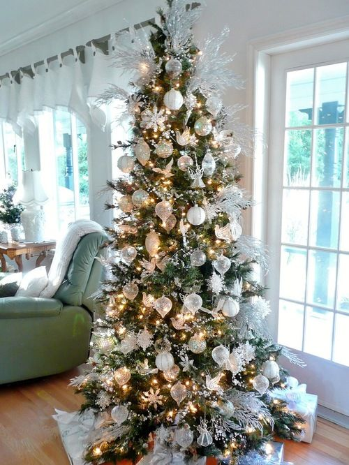 White And Silver Christmas Tree 02 Jpg 500