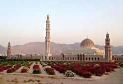 Asia Tour Guide Of Amazing Beautiful Places In Asian Countries Beautiful Places Asia Travel Sultan Qaboos Grand Mosque