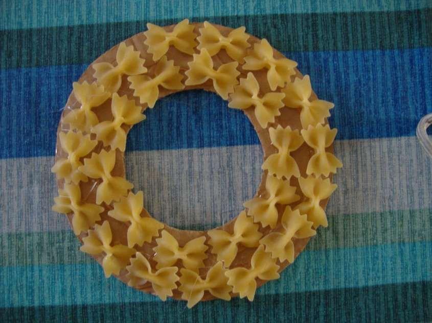 Lavoretti festa della mamma con la pasta - Ghirlanda fai da te