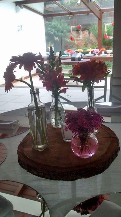 Centro de mesa flores cores