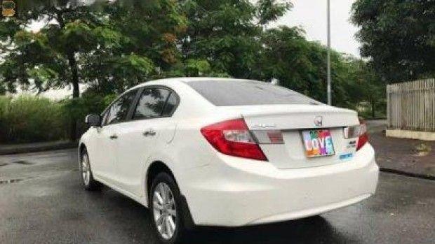 Bán xe ôtô Honda Civic 2014 Bán Honda Civic 2.0 năm 2014, màu trắng. Xe có cửa nóc, gẩy số vô lăng, phím tích hợp vô lăng,....Xe đi ít, gầm bệ ch