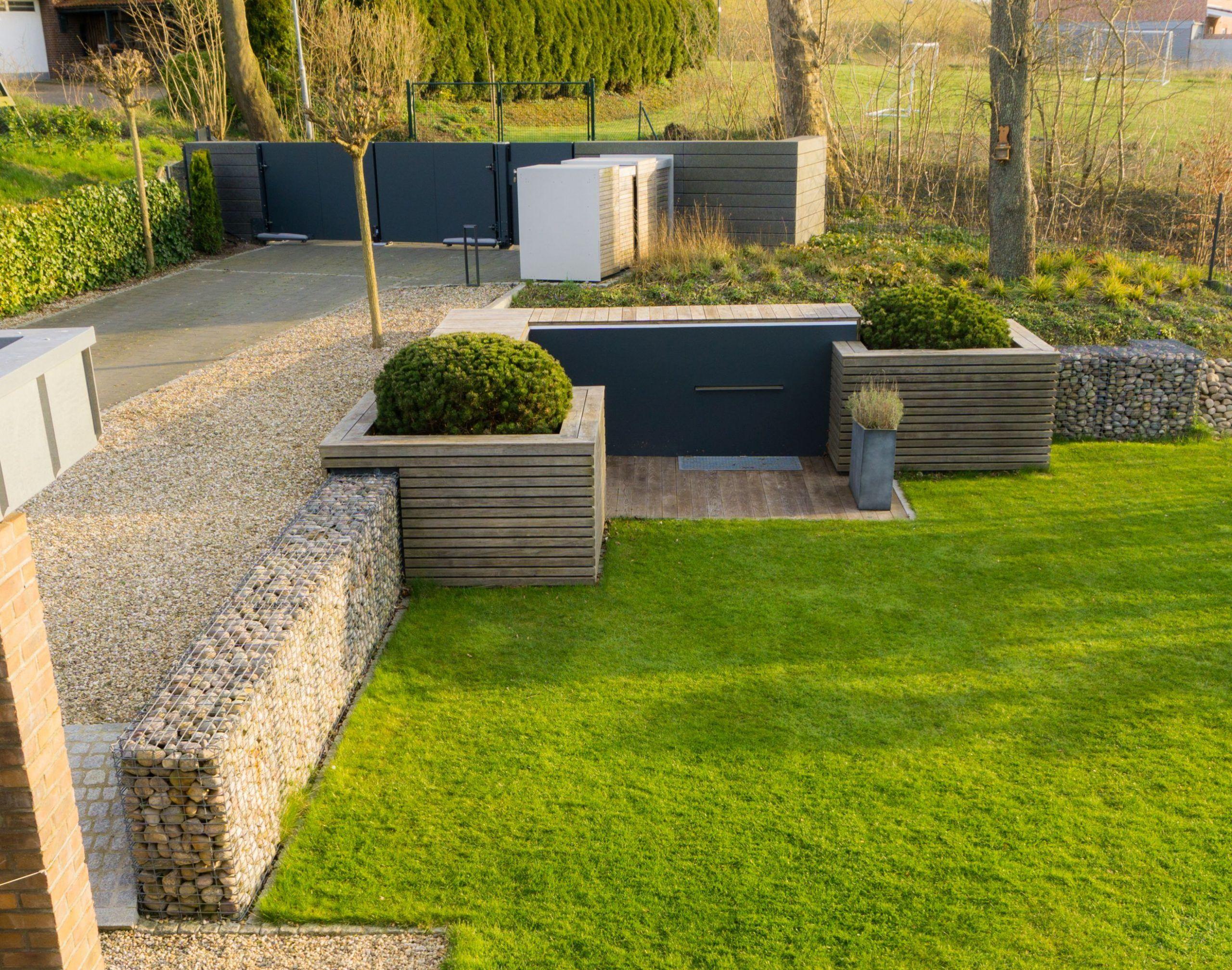 Modernes Hochbeet Zur Hangabstutzung Familiethimm De In 2020 Hochbeet Garten Hochbeet Garten Ideen Hinterhof