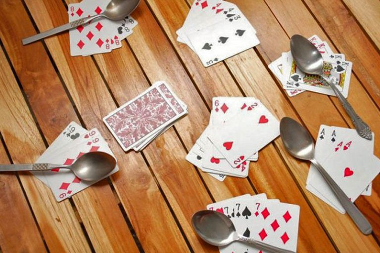 How do you play spoons how to play spoons card games