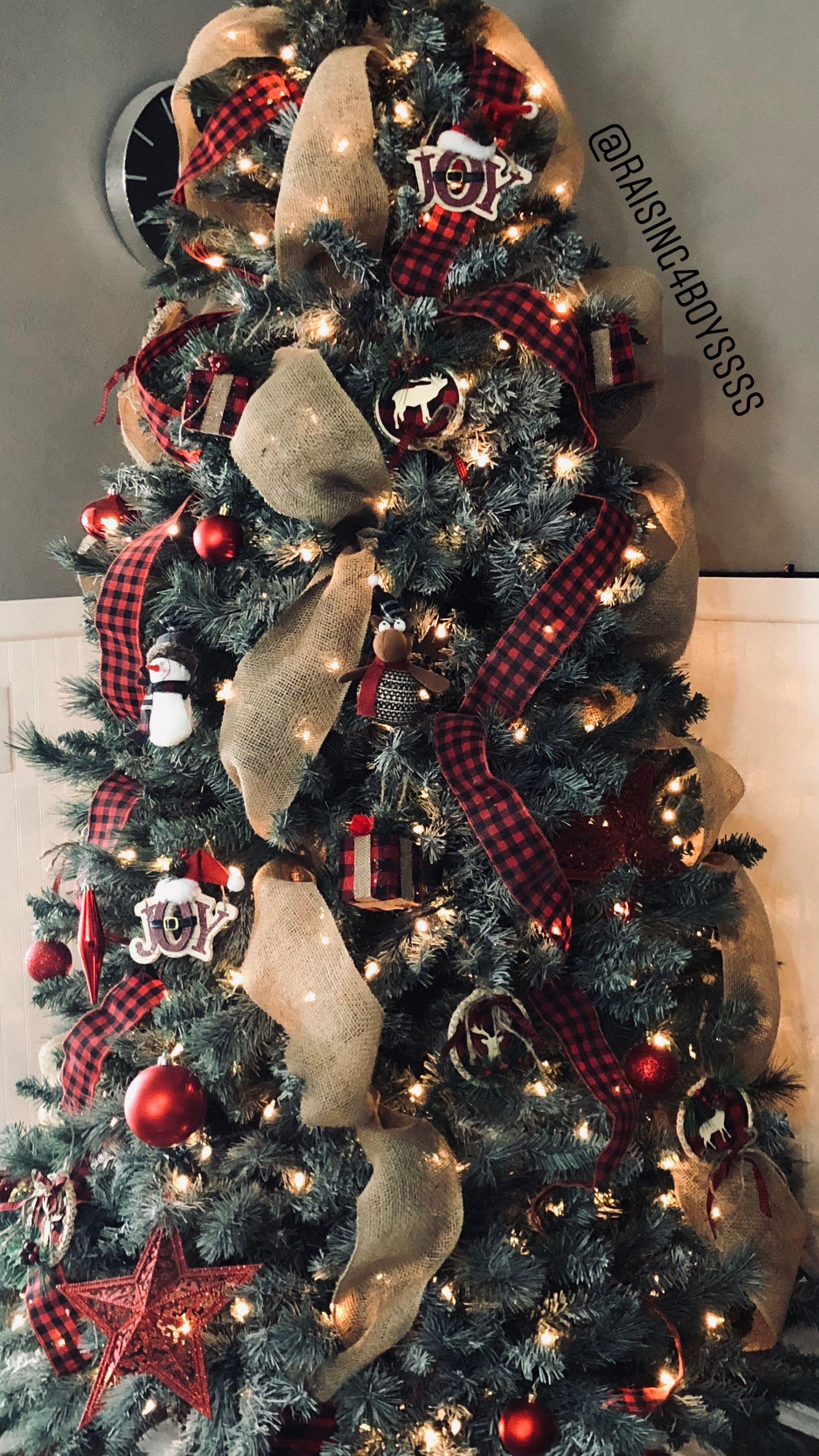 Buffalo Check And Burlap Christmas Tree Inspo Christmas Decorations Rustic Tree Christmas Tree Inspo Christmas Tree Decorations Diy