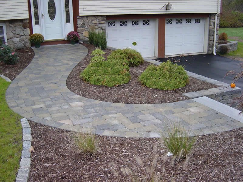 Curved Paver Walkway In Front Of Raised Ranch Front Walkway Landscaping Walkway Landscaping Front Sidewalk Ideas