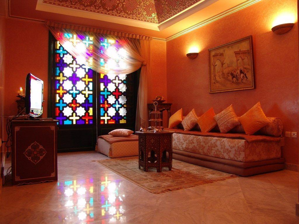Indische Möbel imponieren mit lebensfrohen Farben und dynamischer Farbauswahl. Bunte Schränke, farbenreiche Kommoden und großartige Poufs und Stühle – das machen indische Möbel aus! Bestellung: www.sukhi.de #indischemöbel Indische Möbel imponieren mit lebensfrohen Farben und dynamischer Farbauswahl. Bunte Schränke, farbenreiche Kommoden und großartige Poufs und Stühle – das machen indische Möbel aus! Bestellung: www.sukhi.de #indischemöbel