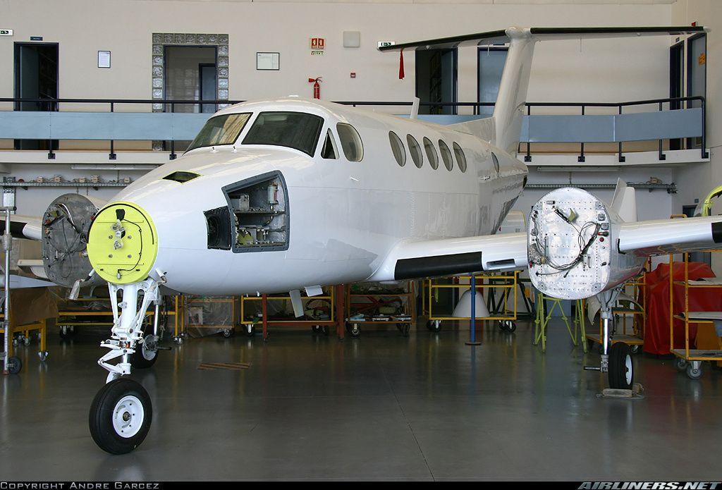 Beech 200 Super King Air aircraft picture Avion