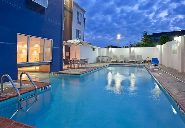 Take A Night Swim Under The Stars When You Stay With Us At Springhill Suites Nashville Metrocenter Springhill House Rental Hotel Pool