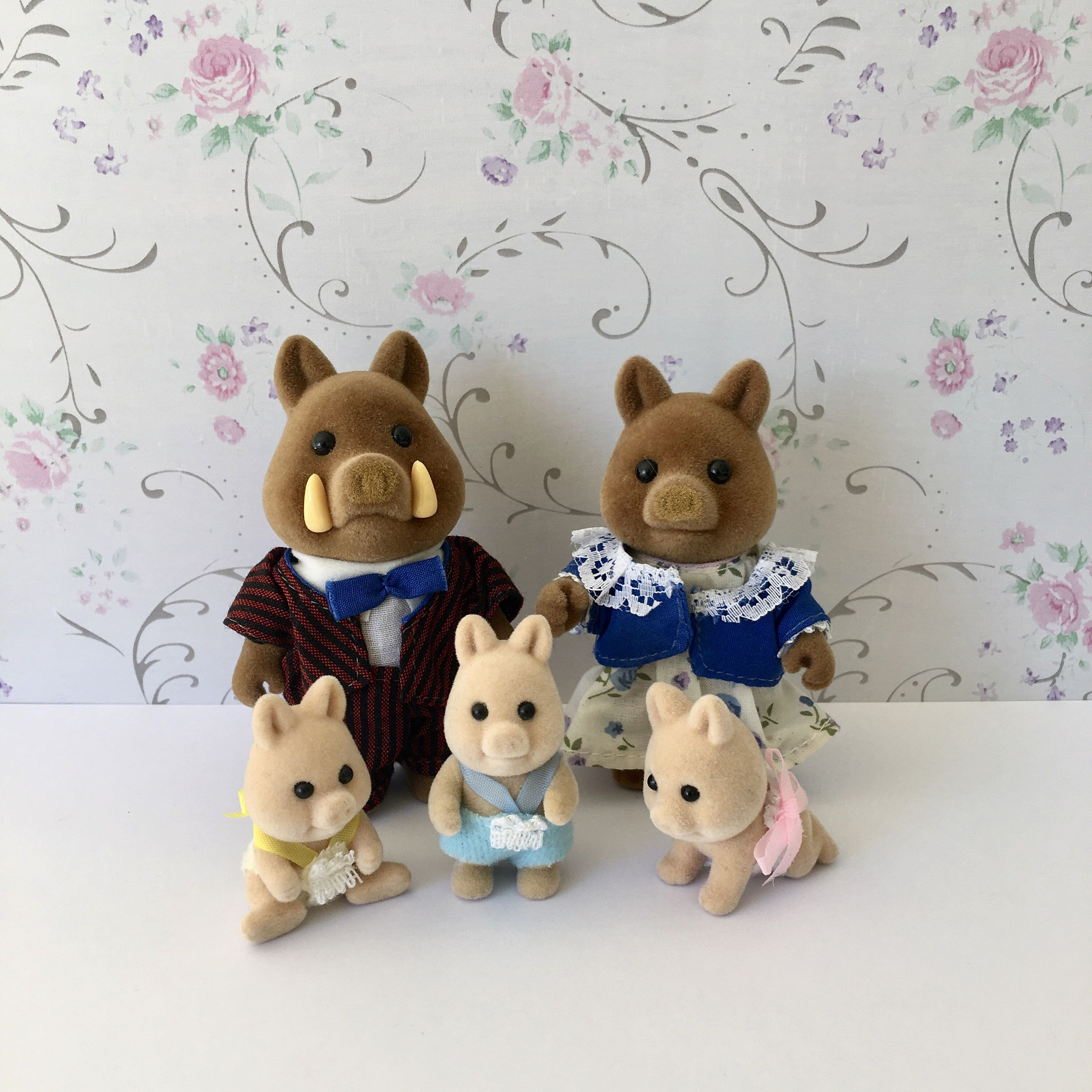 Family Sylvanian Vintage Pictures
