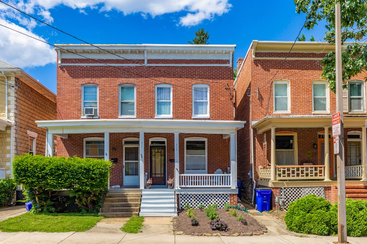 Jack Klingler And Team Reeder Of Long Foster Real Estate Just Listed 205 W South Street Frederick Md 21701 Cha Gorgeous Fireplaces Exposed Brick Real Estate